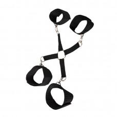 Черная сцепка-фиксатор  рук и ног на карабинах