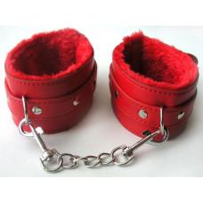 Красные оковы на цепочке с карабинами