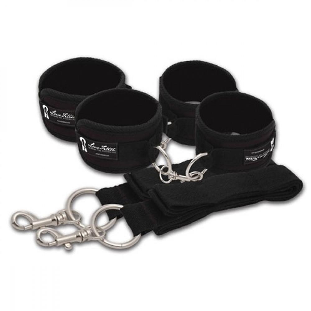 Две пары черных наручников, крепящиеся к матрасу