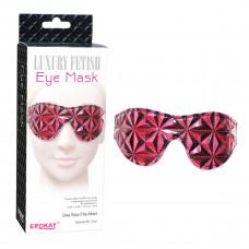 Красно-чёрная маска на глаза с геометрическим узором