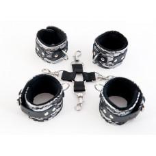 Серебристый кружевной бондажный комплект
