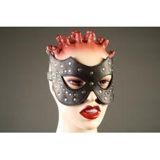 Чёрная маска с клёпками